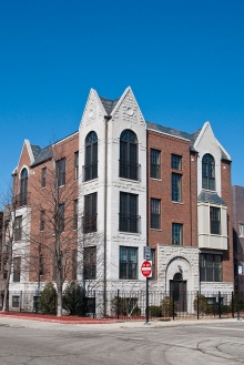 <h5>4452 S. University, Chicago, 4 units</h5>